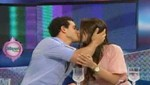 Combate: Mario Irivarren cargó y besó en los labios a su ex en vivo [VIDEO]