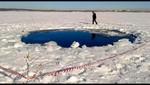 Buzos ruso entran al lago Chebarkul para buscar fragmentos del meteorito de los Urales [VIDEO]