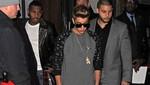 Justin Bieber se pasea con dos chicas por los night clubs de Londres [FOTOS]