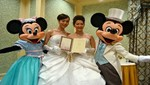 Pareja gay crea polémica al casarse en un parque de Disney en Tokio