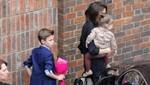 Victoria Beckham lleva a Harper y Romeo al teatro [FOTOS]
