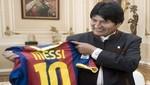 Evo Morales y Lionel Messi intercambian poncho y camiseta