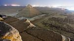 Tres jóvenes rusos trepan a una Pirámide de Egipto y toman una foto espectacular [FOTOS]