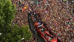 El Barcelona festeja su título de Liga en las calles en medio de un baño de multitud