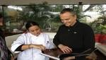 Miguel Bosé degustó comida peruana y volteó la página de la conferencia de prensa de ayer