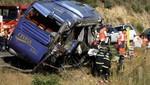 España: Fatal accidente deja 9 muertos y 16 personas heridas