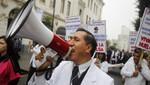Médicos denuncian que son doblemente afectados y postergados