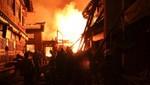 El fuego destruye una antigua ciudad tibetana en China