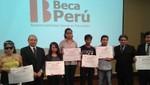 135 jóvenes reciben Becas Perú