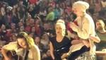 Miley Cyrus se quiebra en el escenario [VIDEO]