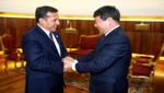 Jefe de Estado recibió a ministro de Desarrollo y Reforma de China en Palacio de Gobierno
