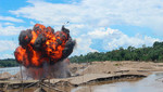Destruyen maquinaria usada por mineros ilegales en Amazonas