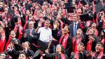 Presidente y Ministro de Educación felicitan a primera promoción de graduados de Beca 18
