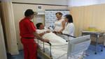 Presidenta Ejecutiva de EsSalud visitó a bomberos heridos en el Hospital Guillermo Almenara