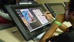 Estudiantes de IDAT se preparan para el mercado laboral actual con los monitores Cintiq 22HD de Wacom