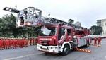 Bomberos reciben plataformas telescópicas, modernas ambulancias y equipos de respiración
