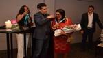 Juan Diego Flórez distingue a Directora Ejecutiva del Crowne Plaza por apoyo a Sinfonía por el Perú