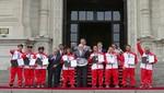 Presidente Kuczynski entregó reconocimiento a Selección Peruana de Surf que obtuvo medalla de oro en Campeonato Mundial