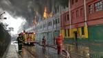 Más de 200 bomberos y 60 autobombas para apagar incendio en Las Malvinas