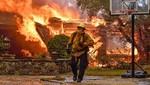 Incendios de California: Por lo menos 10 muertos y miles huyen de sus hogares