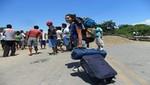 Tumbes: Bloqueo en carretera perjudica a turistas extranjeros