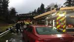 EE.UU: Un tren con pasajeros se descarriló desde un puente a una autopista