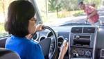 83% de peruanos cree que deberían endurecerse sanciones por uso de celular al volante