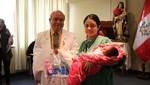 Bebés mamoncitos son premiados en Hospital Santa Rosa por la Semana de la Lactancia Materna