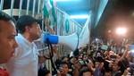 El líder de la protesta boliviana es retenido en el aeropuerto con los partidarios de Morales afuera