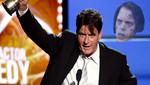 Charlie Sheen le pone la cruz a Two and a Half Men
