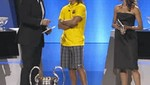 Carles Puyol desentonó con su indumentaria en sorteo de la Champions