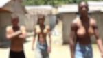 Conozca a los tres hermanos con pechos de mujer (Video)
