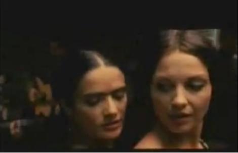 Frida Kahlo interpretada por Salma Hayek en polémica escena lésbica