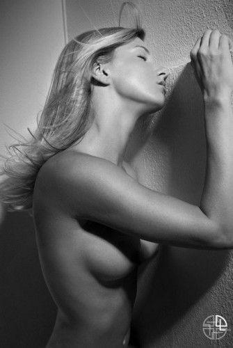 Heather Morris de 'Glee' se desnuda en sesión de fotos