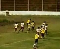 Arbitro agrede a un jugador en Chile