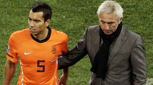 El técnico de Holanda Bert Van Marwijk admitió que le hubiera gustado ganar jugando feo