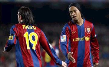 Ronaldinho: 'Nadie juega como Lionel Messi'