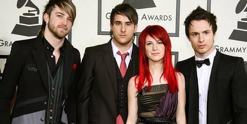 Foto de Hayley Williams, vocalista de Paramore, mostrando los pechos