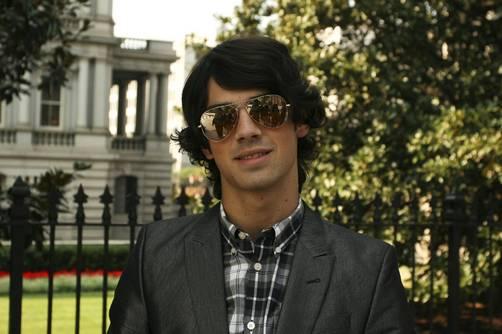 Joe Jonas se aleja de los Jonas Brothers ¿Verdad o Rumor?