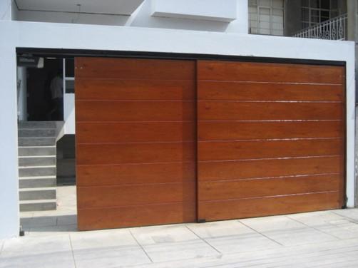 Puertas levadizas de garage a control remoto for Puertas de madera para garage