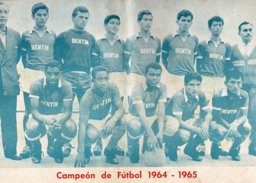Teófilo 'El Nene' Cubillas cuando jugaba por la selección del Ricardo Bentín