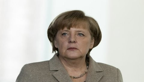 ¿Angela Merkel se aliará finalmente con Hollande para mantener la alianza franco-germánica contra la crisis internacional?