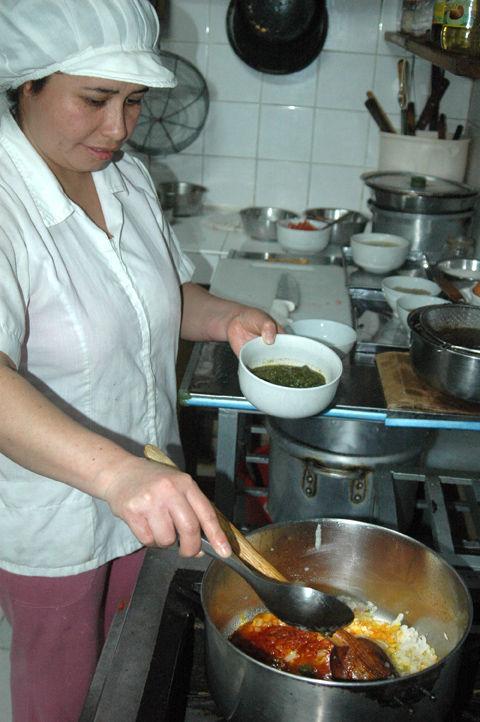 Preparación de Arroz con Pato a la Trujillana
