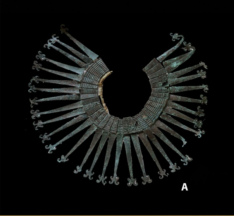 Inauguran muestra Ornamento de cobre hallado en la tumba del Guerrero del Pututo