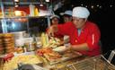 La comida chatarra tiende a ser alta en grasa, sal y calorías y baja en fibra dietética