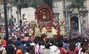 Danzas típicas de Cusco durante procesión del Señor de qoyllur riti en la Plaza de Armas de Lima