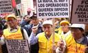 Fonavistas miembros de la Asociación Nacional de Pensionistas reclaman sus derechos frente al Tribunal Constitucional