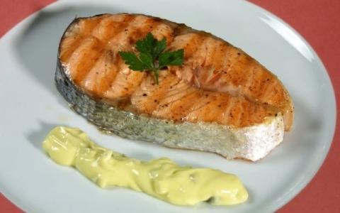 Salmon con salsa tartara